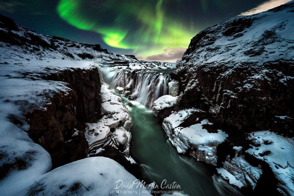Aurora boreal en Gulfoss, Islandia