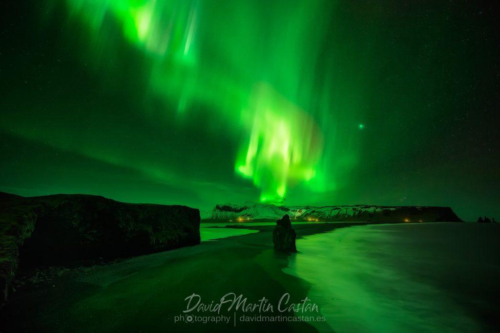 Aurora boreal en Vik, Islandia
