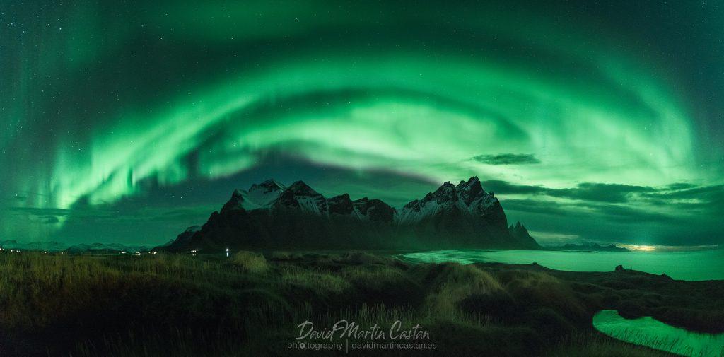 Aurora boreal en Vestrahorn, Islandia