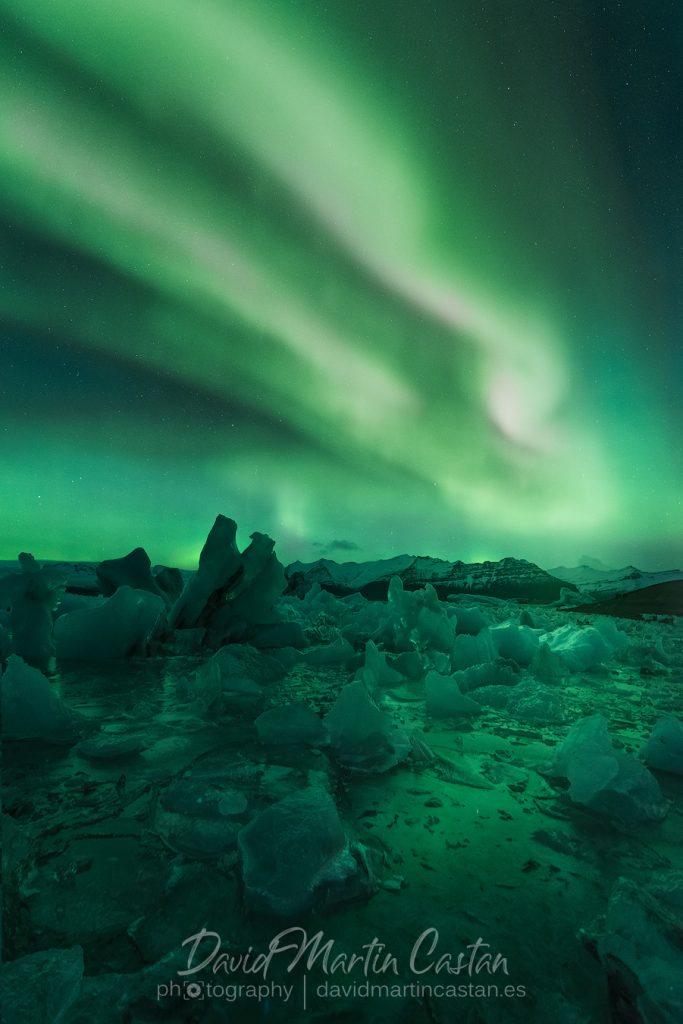 Aurora boreal en Jokulsarlon, Islandia