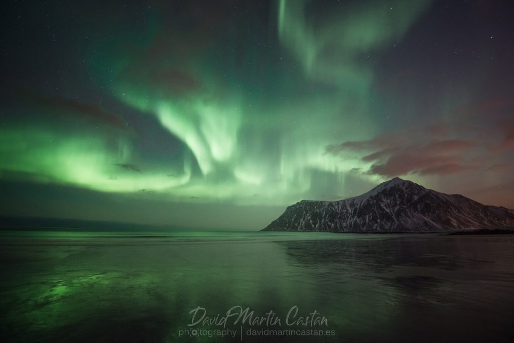Aurora boreal en Flakstad Beach